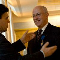 emerierter Professor für französische Geschichte, hier bei der Auszeichnung mit dem Nationalen Verdienstorden. / © Französische Botschaft