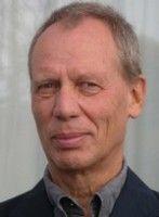 ehemals Auslandskorrespondent der ARD und Vorstandsmitglied von Transparency International.