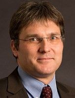 ist Wissenschaftlicher Mitarbeiter der Forschungsgruppe EU-Integration der Stiftung für Wissenschaft und Politik.