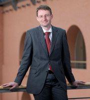 Er leitet zusammen mit Bundes-Bildungsministerin Schavan die CDU-Bildungskommission und ist sächsischer Kultusminister.