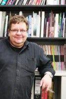 ist Redakteur beim Berliner Stadtmagazin Zitty.