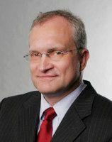 ist Präsident des RWI und einer der fünf Wirtschaftsweisen. / Foto: © Julica Bracht/RWI
