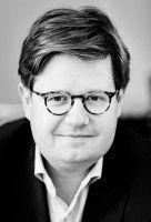 ist Rechtsanwalt und Co-Autor des Buches «Privat war gestern. Wie Medien und Internet unsere Werte zerstören.»