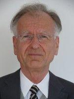 lehrt Politische Ökonomie und VWL in Mannheim.