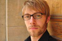 leitender Redakteur bei dem Meinungs- und Debattenmagazin 'The European'.