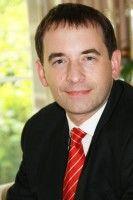 ist Professor am Lehrstuhl für Deutsches und Ausländisches Öffentliches Recht, Völkerrecht und Europarecht.