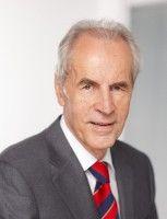 war bis 2003 Justizminister des Landes Niedersachsen.