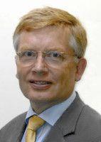 lehrt Öffentliches Recht, Finanz- und Steuerrecht an der Deutschen Universität für Verwaltungswissenschaften in Speyer.