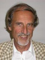 ist Professor für Vorderasiatische Archäologie an der FU Berlin und forscht in Syrien.