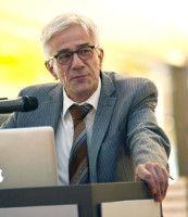 ist Leiter des Institut für Forschungsinformation und Qualitätssicherung