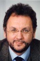war vor seiner Zeit als Journalist als Richter und Staatsanwalt tätig.