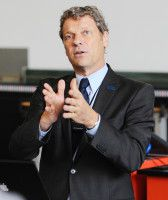 ist Professor an der TU Dresden.
