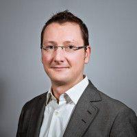 war vorher Chefkorrespondent der Financial Times Deutschland in Frankfurt