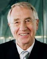 ist Mitglied des Ausschusses für Wirtschaft und Währung im Europäischen Parlament.