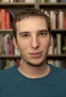 ist wissenschaftlicher Mitarbeiter am Institut für Anglistik und Amerikanistik an der Universität Würzburg.