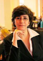 wurde in Israel geboren und schrieb in München ihre Dissertation über Shimon Peres.