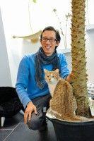 """ist Besitzer des ersten deutschen Katzencafés """"Café Katzentempel""""."""