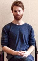 ist Meditationslehrer in Berlin.