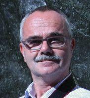 ist Professor am Geisteswissenschaftlichen Zentrum für Geschichte und Kultur Ostmitteleuropas.