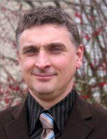 lehrt am Institut für Geographie der Universität Potsdam und ist Mitarbeiter im Forschungsprojekt Slumming