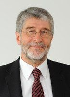 hat politische Kommunikation an der Universität Koblenz-Landau gelehrt.