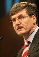 ist Direktor des CAR - Center Automotive Research an der Universität Duisburg-Essen