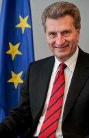 ist seit Februar 2010 EU-Kommissar für Energiepolitik. Vorher war er Ministerpräsident von Baden-Württemberg.