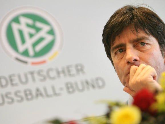 Nicht so entspannt wie auf Sardinien: Bundestrainer Jogi Löw.