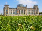 Den Boden bereiten, damit der Mittelstand wachsen und gedeihen kann - eine der Aufgaben der Wirtschaftspolitik. Die Mittelstandsbeauftragte der Bundesregierung soll hierbei helfen. Foto: Berlin CC BY-SA 2.0 | Lars Steffens / flickr
