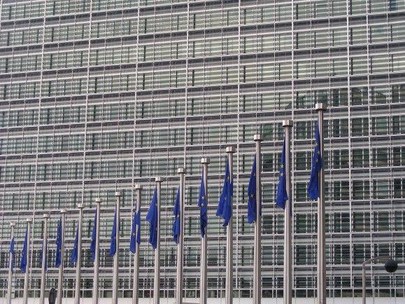 DIe Europäische Kommission hat die europaweiten Bedingungen für kleine und mittlere Unternehmen verglichen. Wie schneiden die Mitgliedsstaaten ab? Foto: Flags and offices CC BY-SA 2.0   Kristina D.C. Hoeppner / flickr.com