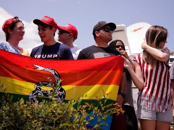 Das Trauern in Orlando geht weiter. Der Wahlkampf auch.