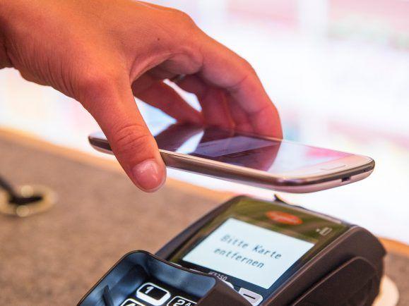 Mobiles Bezahlen: Bald kann man auch mit Paypal einkaufen gehen.