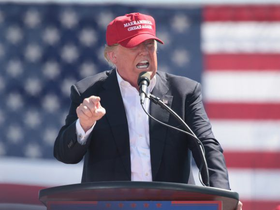 Trump sieht sich selbst gerne als Heilsbringer der Nation.