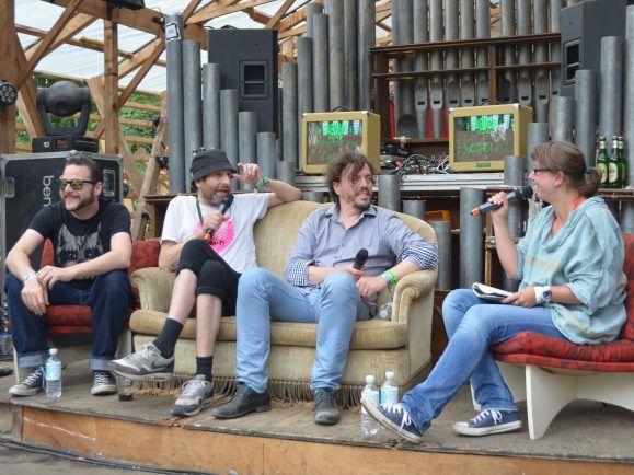 Drei der vier MItglieder von Egotronic bei den Dockville Talks.