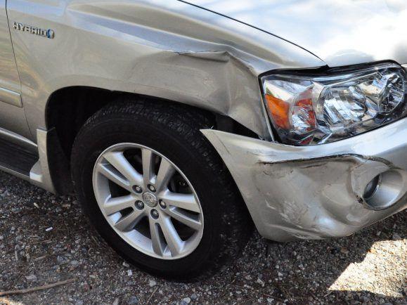 Auch ein kleiner Blechschaden kann teuer werden. Besonders ärgerlich, wenn man reingelegt wurde - Versicherungsbetrüger nutzen dafür provozierte Unfälle.