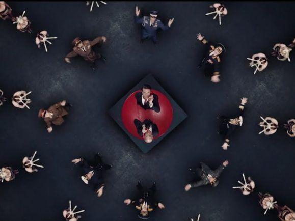 Zwei Präsidenten und ein roter Knopf. Miike Snow erzählt mit seinem Musikvideo eine bekannte Geschichte neu.