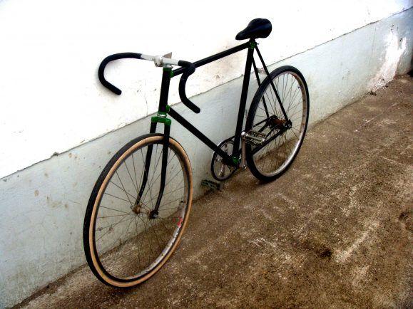 Im Winter gehört das Rennrad nach innen – am besten an die Wand. Foto: CC BY 2.0 / Michael Pollack / flickr.com