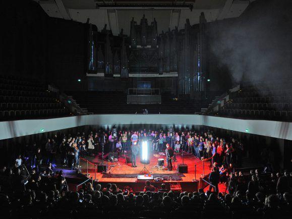 Band und Publikum auf der großen Gewandhaus-Bühne – gibt's so nur bei der Audio Invasion. Foto: emotion works Leipzig/Berlin