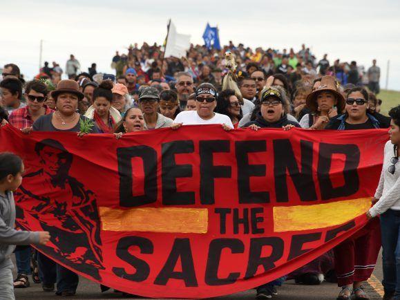 Amerikanische Ureinwohner protestieren gegen eine Pipeline am Standing-Rock.