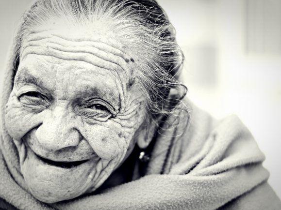 Das Lebensalter steigt: Die Menschen werden nicht nur immer älter. Sie können auch hoffen, länger gesund zu bleiben.