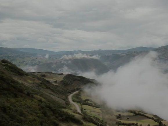 """Schöne Landschaften, kulturell noch ausbaufähig – Wooden Peak auf Tour in Ecuador. Foto: Screenshot """"Ermitaños""""/Youtube"""
