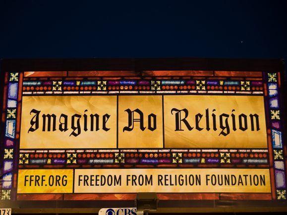 Eine Welt ohne Kirchen ist denkbar. Aber kann der Mensch ohne Religion? Foto: Billbord in Denver von Jeff Ruane via Flickr.com