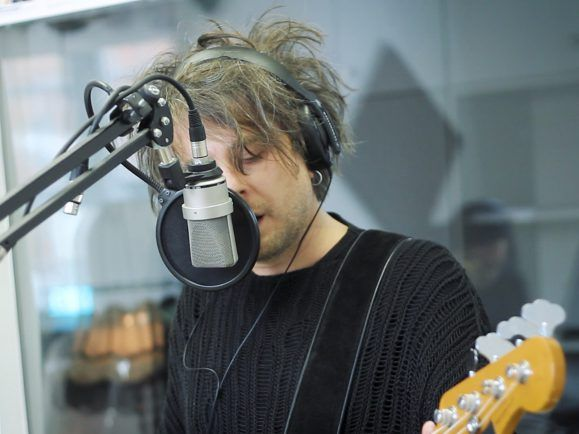 Nicht nur in Sachen Klangästhetik an The Cure interessiert – Klez.e-Sänger Tobias Siebert. Foto: detektor.fm