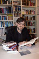 Sebastian Bartoschek ist Journalist und Psychologe und forscht auch zu Verschwörungstheorien. Foto: Christine Ruthenfranz