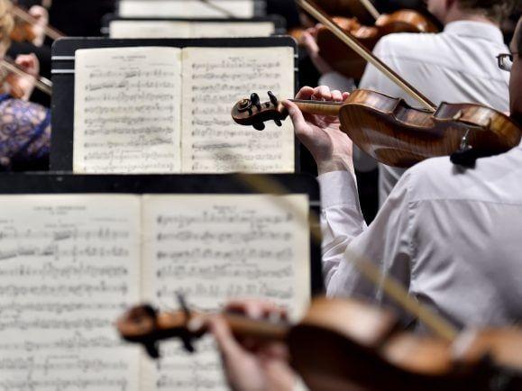 """In Rimski-Korsakows """"Scheherazade"""" dient die Violine als Geschichtenerzählerin. Foto: Loic Venance/AFP"""