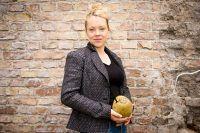 Josefine Staats handelt mit Produkten aus Kokosnuss
