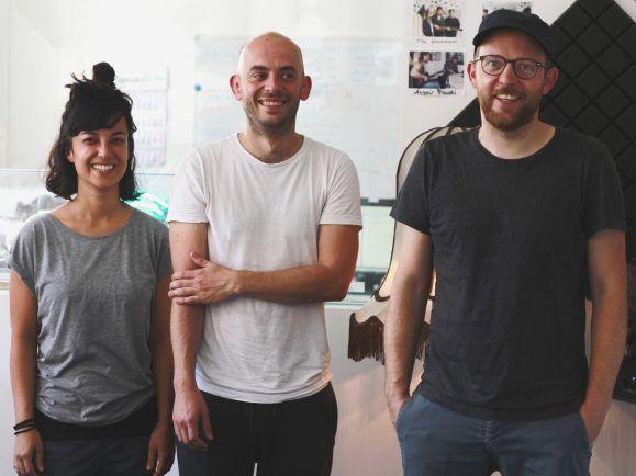 Olivia Sawano, Martin Hannaford und Stefan Honig zu Gast im detektor.fm-Studio. Foto: Lea Oestreicher