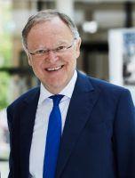 Niedersachsens Ministerpräsident freut sich über die zusätzlichen Gelder für die Schulen.