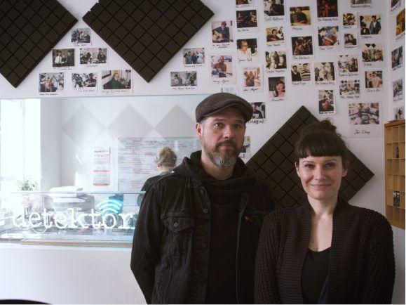 Ruth und Brookln Dekker sind zu Gast im detektor.fm Studio