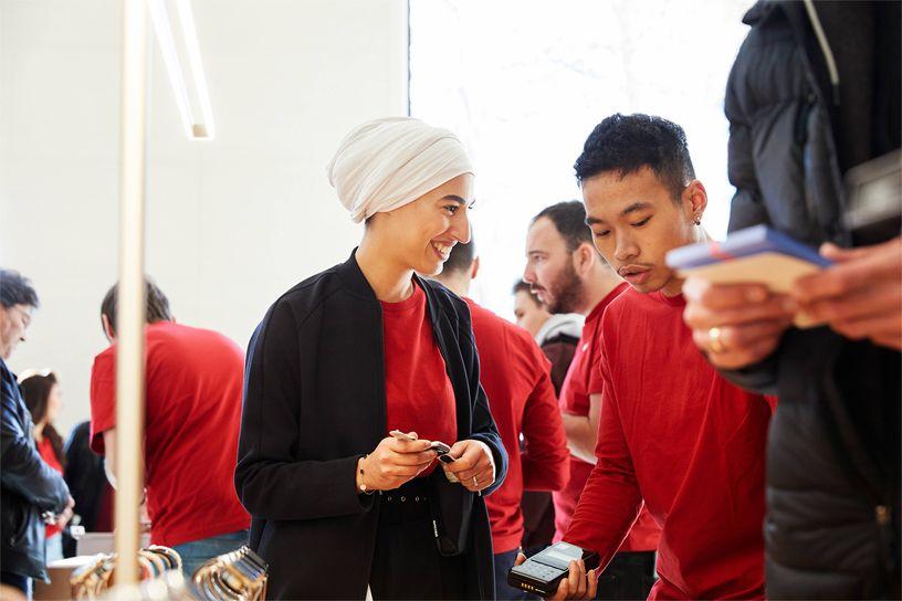 Apple team members among shoppers at Apple Champs-Élysées.